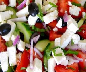 Recette salade grecque aux concombres
